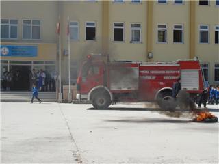 İlköğretim Okulunda Yangın Tatbikatı