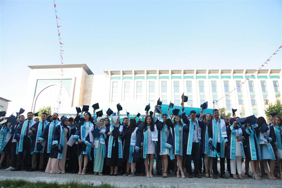Aybü Mühendislik Ve Doğa Bilimleri Fakültesi'nde Mezuniyet Töreni