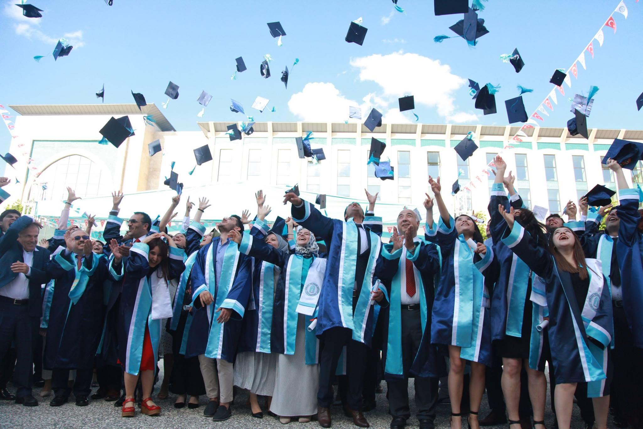 AYBÜ'de mezuniyet töreni