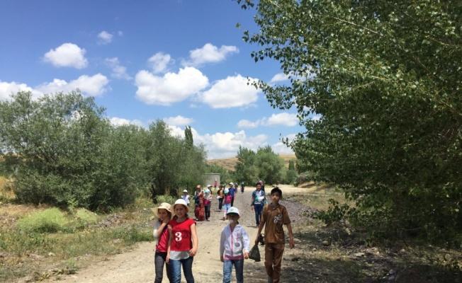 Suriyeli Çocuklar, Hatıra Ormanında Çevre Temizliği Yaptı