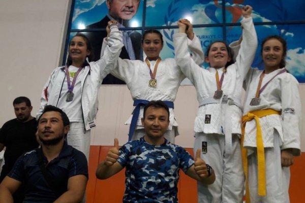 Judoculardan 3 altın, 1 gümüş ve 13 bronz madalya