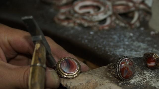 Agat Taşlı Süs Eşyaları Festival İçin Hazırlanıyor