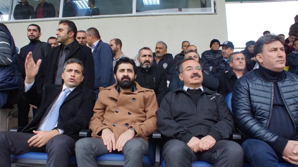 Kaymakam Çenet ve Başkan Acehan Çubukspor maçını izledi