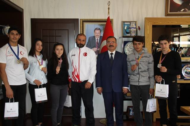 Başkan Acehan, Başarılı Sporcuları Ödüllendirdi