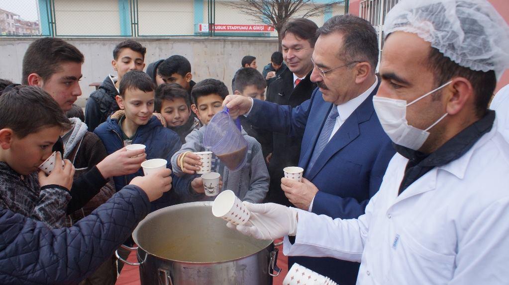 Çubuk'ta Esnaftan Öğrenciye Sıcak Çorba İkramı