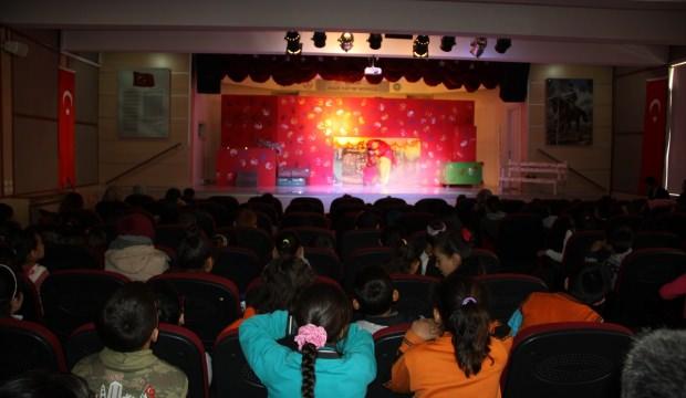 Çubuk'ta çocuklar tiyatroyla buluştu