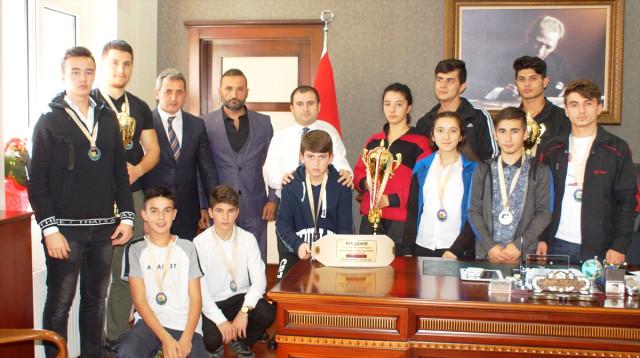 Kaymakam Sezer Şampiyon Sporcuları Tebrik Etti