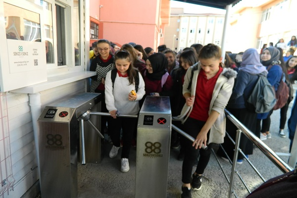 """HAYRİ ASLAN LİSESİ'NDE """"ÖĞRENCİ DEVAMSIZLIK TAKİP SİSTEMİ"""" ..."""