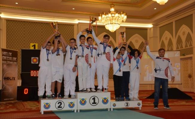 Çubuklu Okçulardan 2 Kupa, 7 Madalya