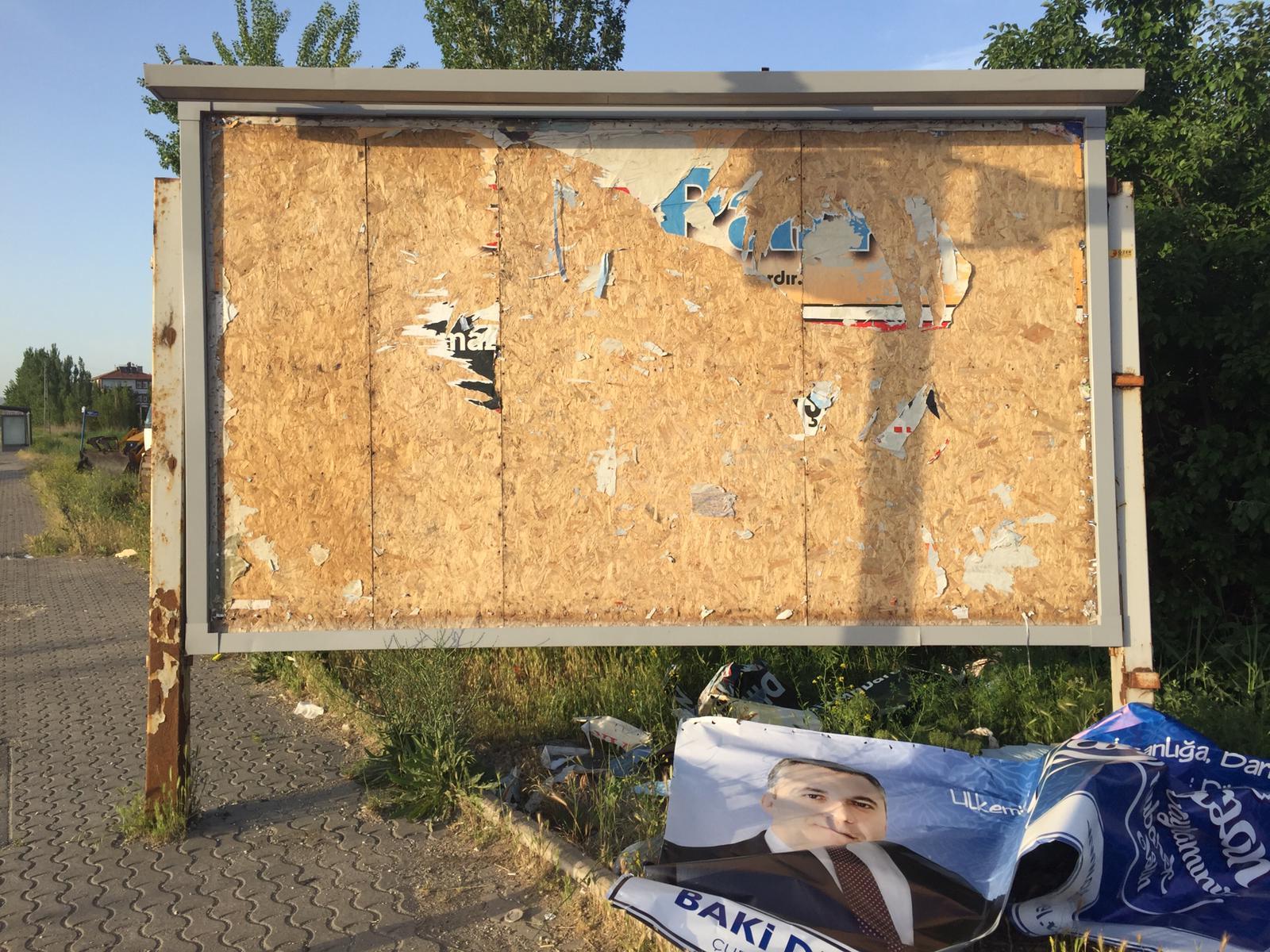 Başkan Demirbaş'ın Bayram Tebriklerinin olduğu afişler yırtıldı