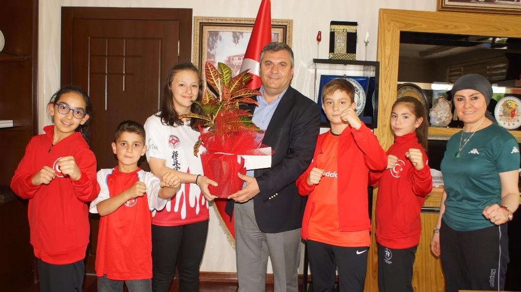 Minik Sporculardan Başkan Demirbaş'ı Ziyaret