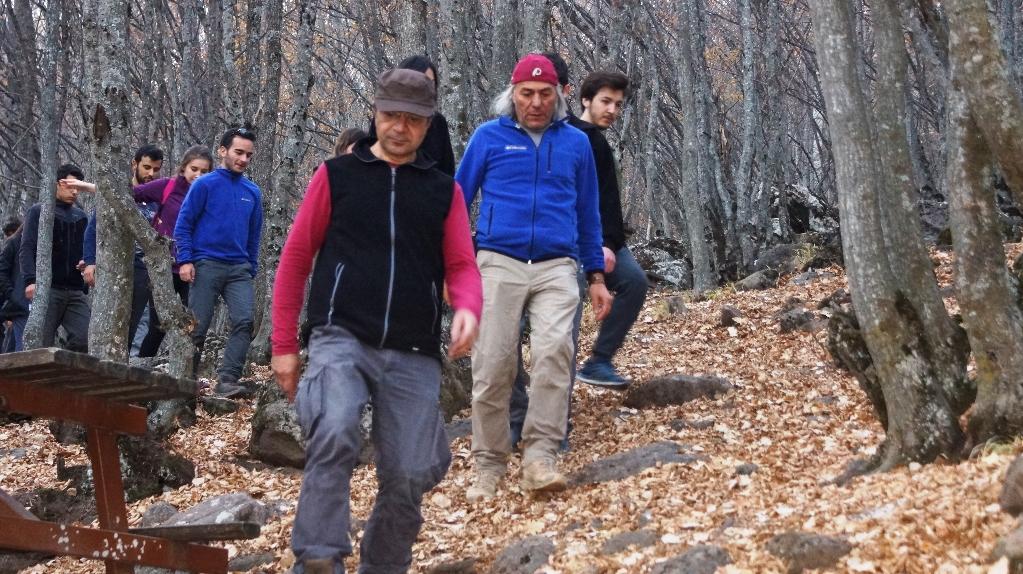 Üniversite öğrencileri Karagöl'de çevre temizliği yaptı