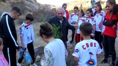 Çubuk'ta Sporcular Aileleriyle Fidan Dikti