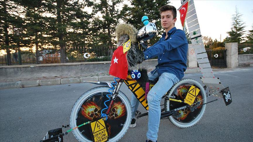 Liseli Muhammed Emin'in 'Sıra Dışı' Bisikleti İlgi Çekiyor