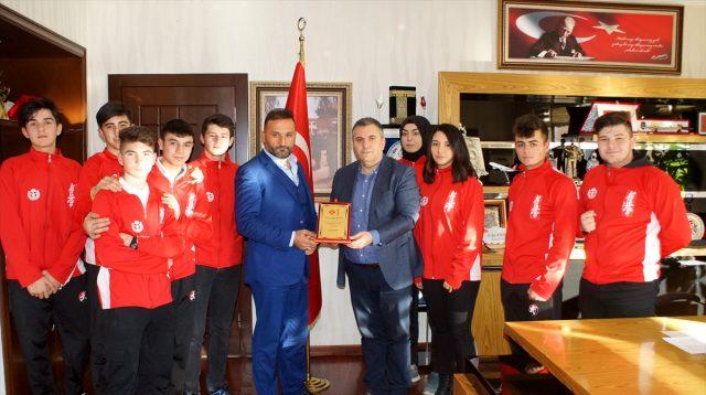 Çubuk Belediye Başkanı Demirbaş sporcuları kabul etti