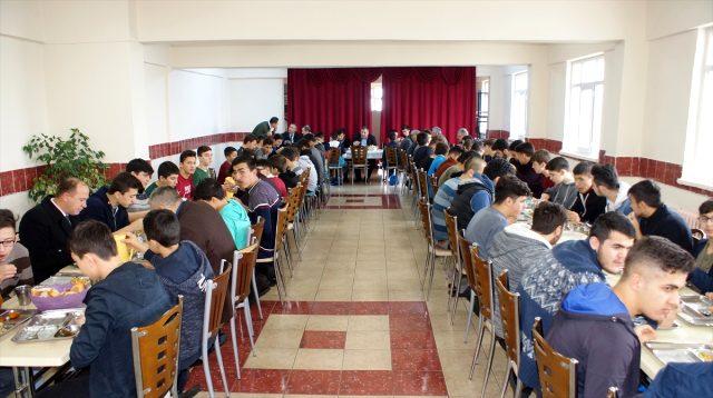 Başkan Demirbaş, Kur'an kursu öğrencilerini ziyaret etti