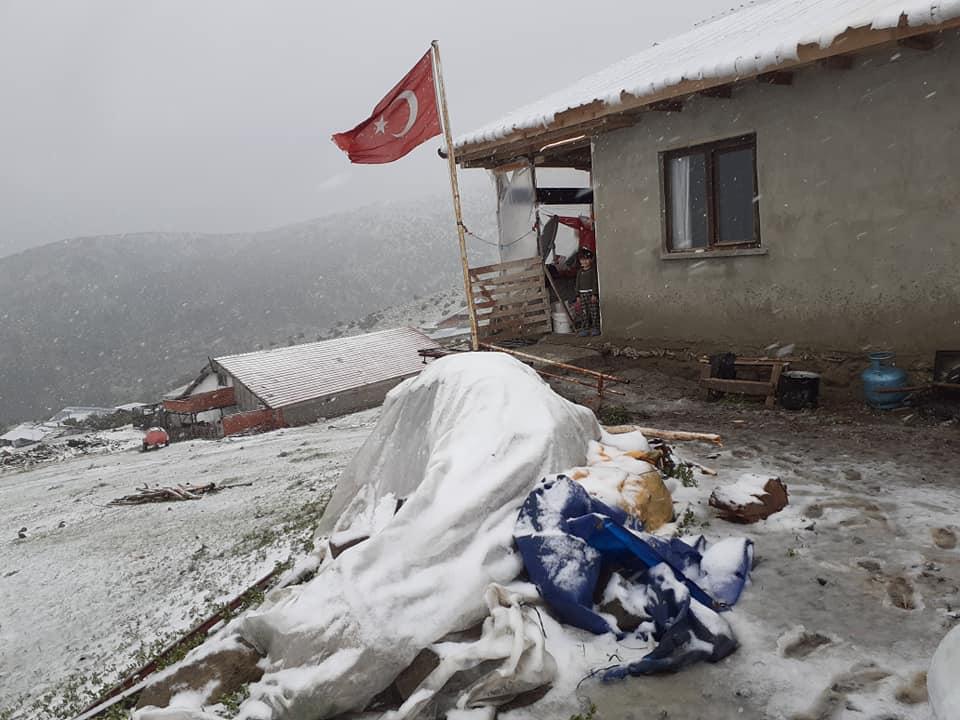 Aydos Dağında ve Yüksek Kesimlerde Kar Yağışı Etkili Oldu
