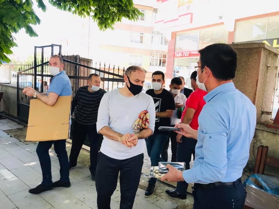 Çubuk'ta Camilerde Tek Kullanımlık Seccade Dağıtıldı