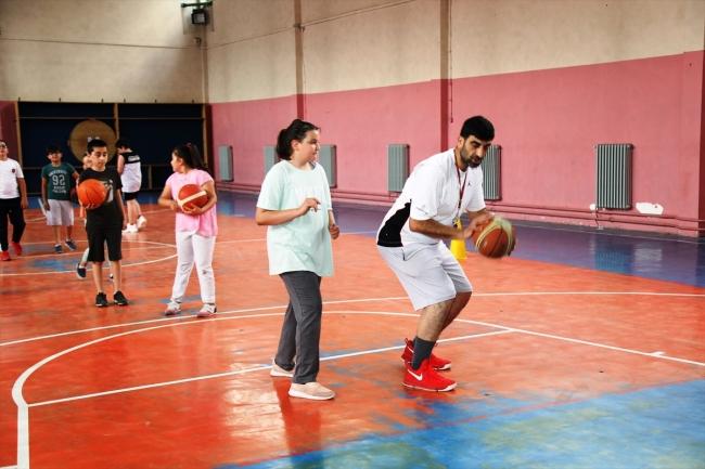 Kendini Çocuklara Basketbolu Sevdirmeye Adadı