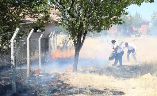 Çubuk'ta çıkan yangına belediye başkanı ve ekibi müdahale etti