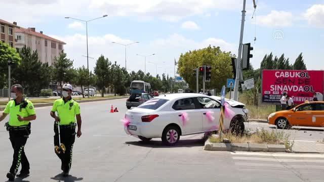 Çubuk'ta gelin arabası ile bir otomobil çarpıştı: 2 yaralı