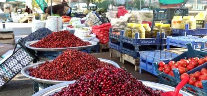 Yaban Meyveleri Pazar Tezgahlarını Süslüyor