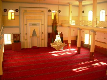 Merkez Caminin Halıları Yenilendi