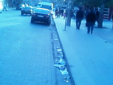 Belediyenin Önü Çöpten geçilmiyor