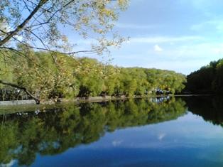 Adını ağaçların gölgesinden alan göl