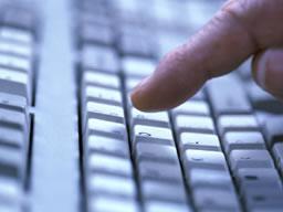 Bilgisayar Klavyesinde Klozetteki Kadar Bakteri