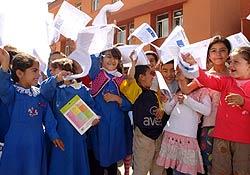 Öğrencilerin karne sevinci
