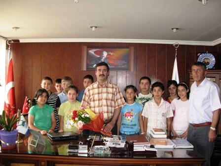 Öğrencilerden Başkana Teşekkür Ziyareti