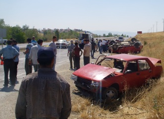 Akyurtta Kaza 8 yaralı