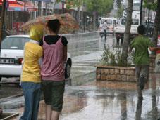 Sıcaklardan sonra yağmur serinletti