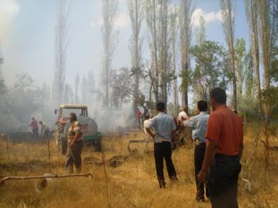 Yangını vatandaş söndürür