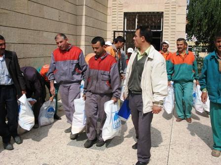Çubuk Belediyesinden Şirket Personeline Ramazan Yardımı