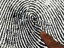 Parmak izinde Allah yazısı