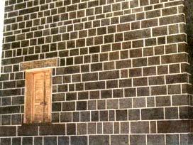 Kâbenin kapısı niçin yerden yüksek