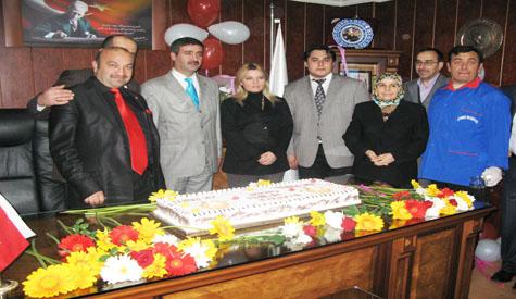 Belediye Personelinden Karara Pastalı Kutlama