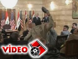 Iraktan Busha Güle Güle Öpücüğü