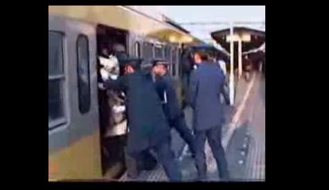 Çin Tren İstasyonundan şaka gibi bir görüntü