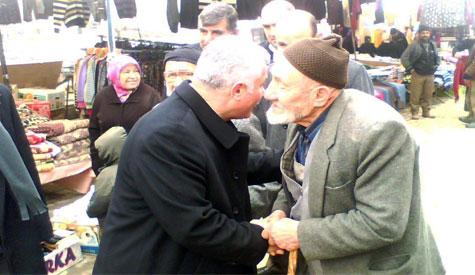 Lokman Özden pazar esnafını ziyaret etti