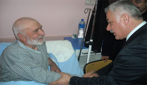 Lokman Özden Hastaları Ziyaret Etti