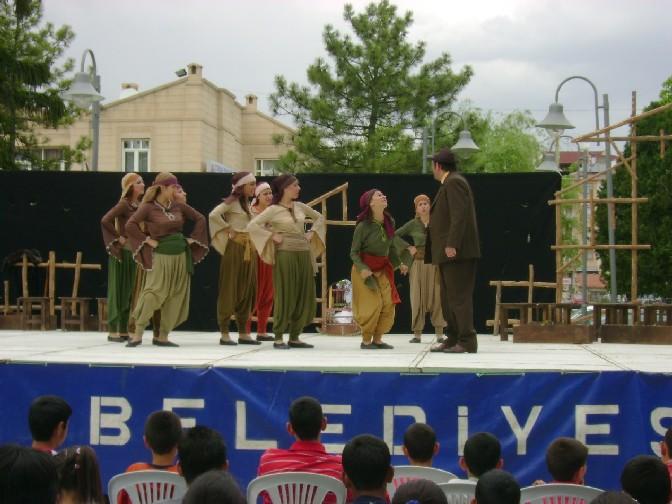 Çubukta Tiyatro gösterisi
