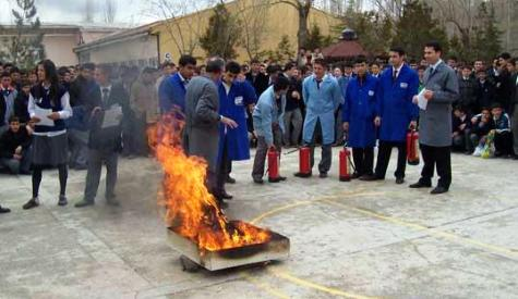 Çubuk endüstri Meslek Lisesinde yangın söndürme tatbikatı yapıldı