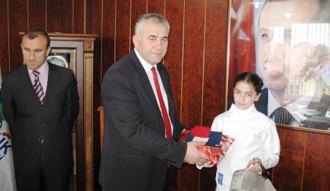 Halil Soba Başarılı Sporcuları ödüllendirdi