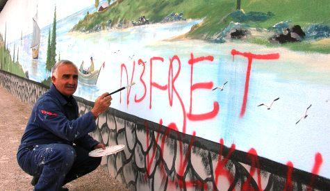 Ressam Ali Erkan, Eserlerinin Üzerini Boyayanlara İsyan Etti