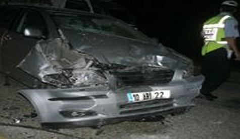Trafik Kazası: 2 ölü, 6 yaralı