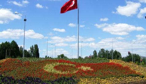 Çiçeklerle Türk bayrağı Motifi yapıldı