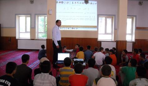 Sinevizyonlu yaz Kuran kursu, öğrencilerin ilgi odağı oldu